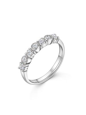 18ct White Gold Alternating Diamond Ring